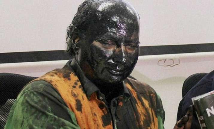 sudheendra kulkarni to visit pak for kasuri s book launch