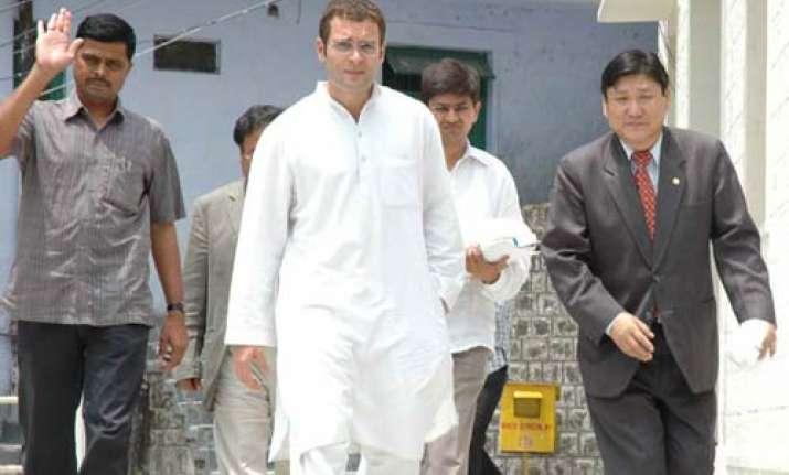 rahul gets treated at amethi hospital