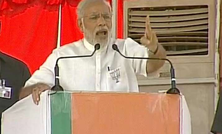 bihar polls pm modi accuses nitish lalu of misleading