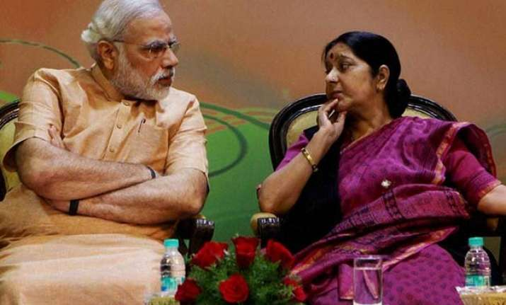 pm modi gets necklace sushma tie scarf as gifts during