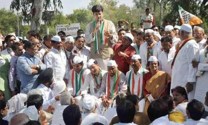 denied entry in dadri congress holds fast at delhi noida