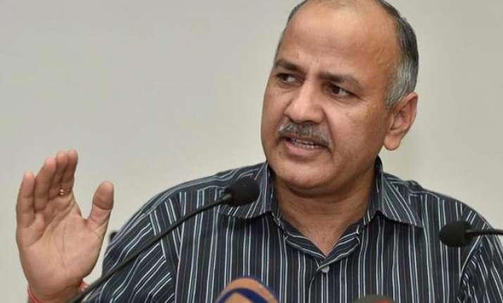 prashant bhushan sends legal notice to manish sisodia over