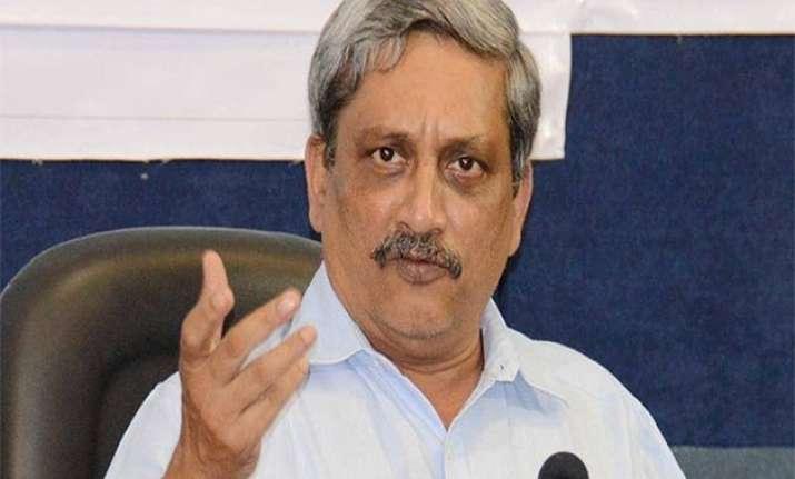 manohar parrikar blames upa government for ammunition