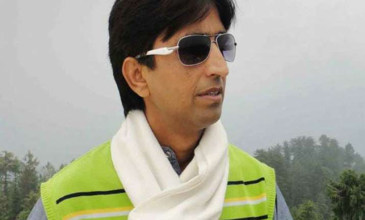 kumar vishwas fails to appear before dcw for second time