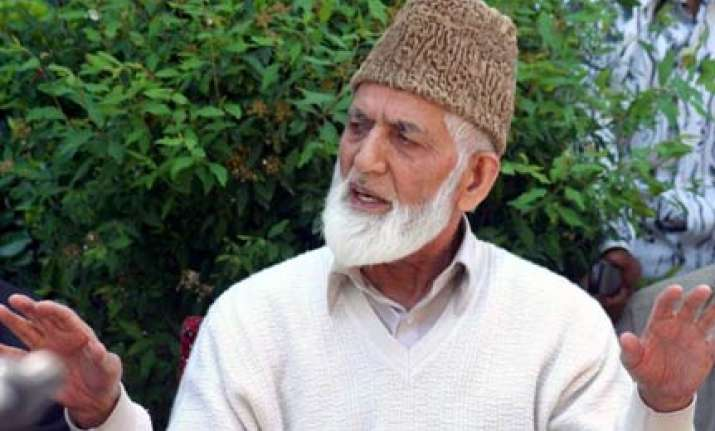 geelani faces shoe protest in national capital