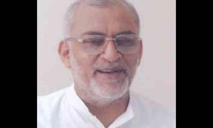 arjun singh should speak out says chaturvedi