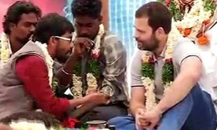 rahul gandhi joins mass hunger strike for rohith vemula at