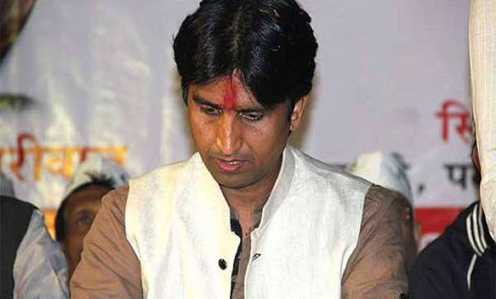 congress slams vishwas says aap unable to digest power