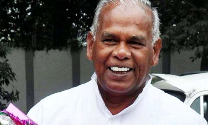 manjhi accuses ministers of doubting his ability