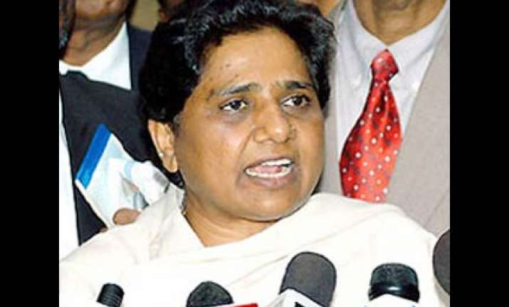 mayawati to expose opposition attacking her on garland issue
