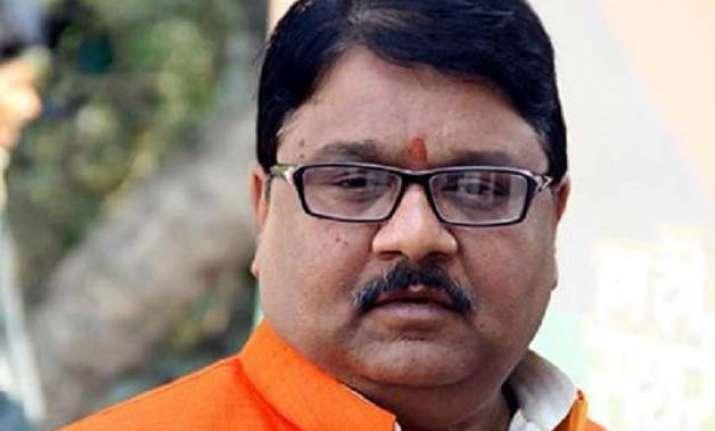 bjp questions akhilesh on bodies found in ganga betwa