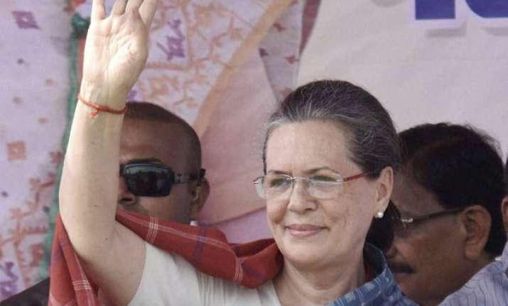 bihar polls sonia accuses modi of narrow mindedness says he
