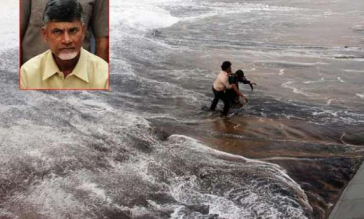 chandrababu naidu makes aerial survey of hudhud hit areas