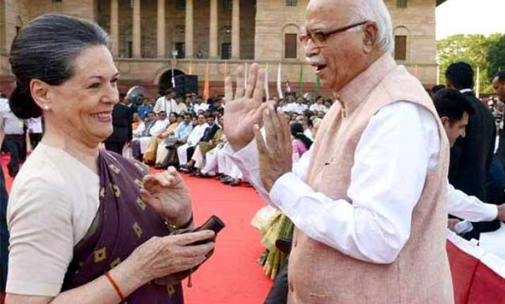 sonia gandhi s emotional letter to lk advani on his 50th