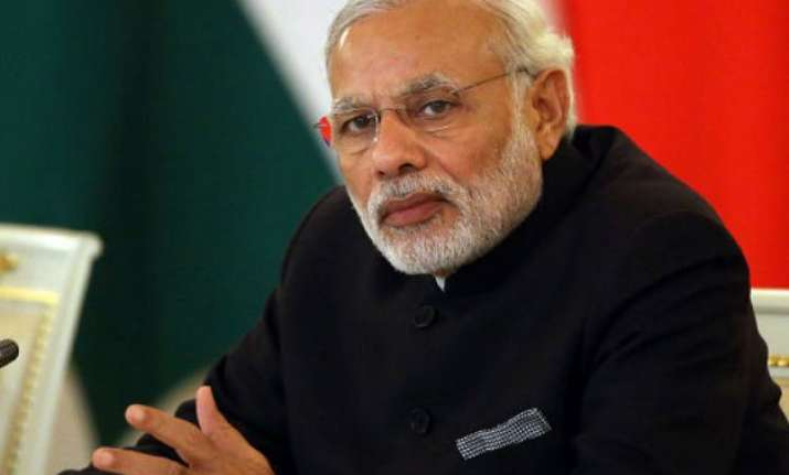 pm modi exchanges pleasantries with opposition leaders in