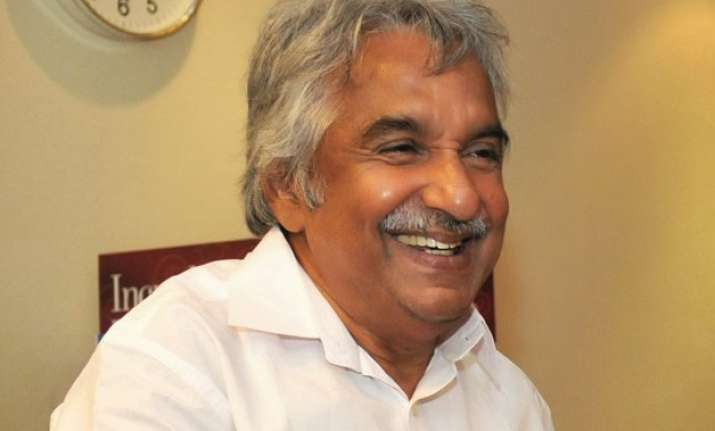 kerala hc stays fir against oommen chandy in solar scam