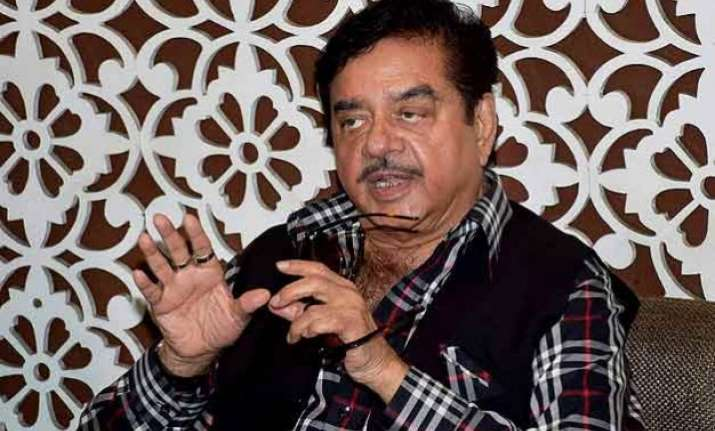 shatrughan sinha swears allegiance to bjp but says nobody