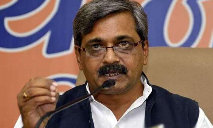 bjp slams kejriwal for raising gamlin issue at auto drivers