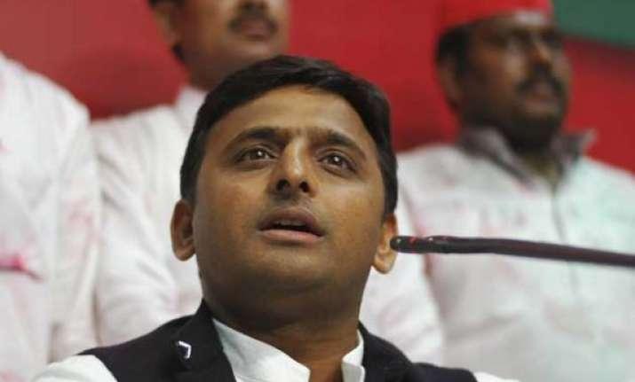 up cm akhilesh yadav gets feel of power crisis