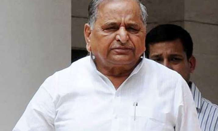 police complaint filed against sp chief mulayam singh by