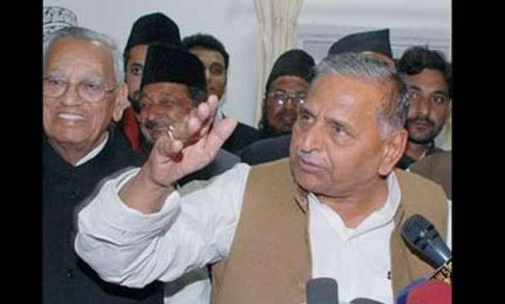 mulayam meets shahi imam to take up ayodhya verdict in