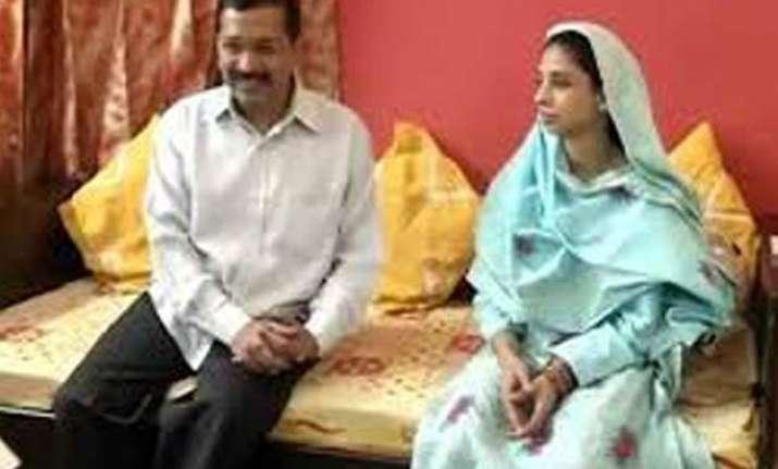 geeta meets delhi cm arvind kejriwal