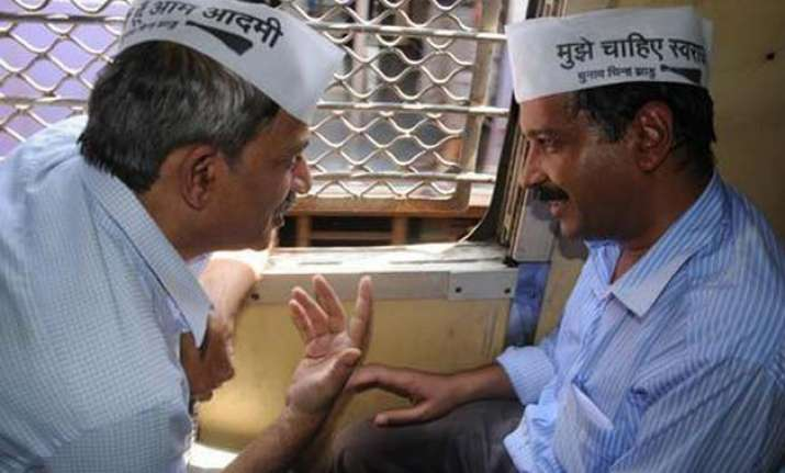 aap disbands maha unit mayank gandhi says kejriwal