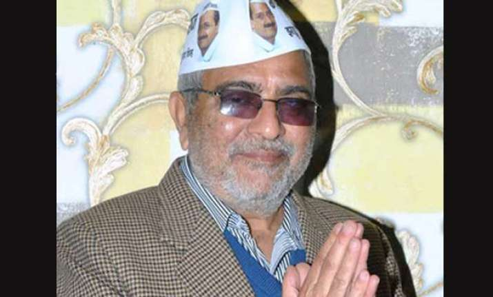 aap leader dharamvira gandhi complains against slander