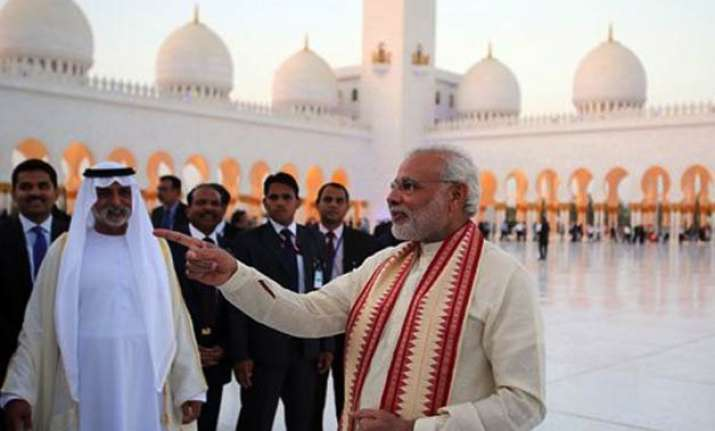 congress slams narendra modi for remarks in uae on previous
