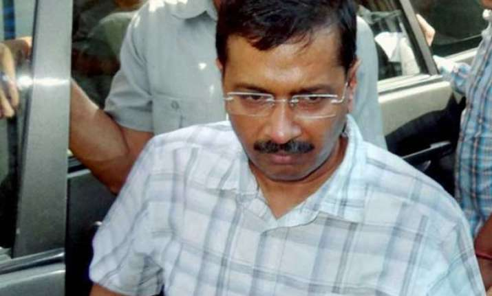 kejriwal offers temporary space to run ftii classes in delhi