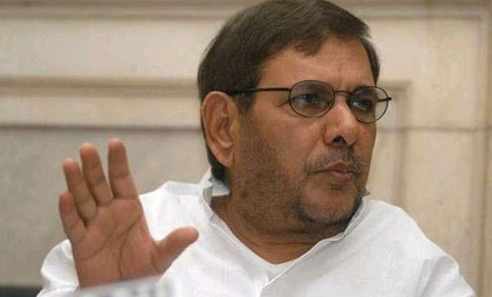 sharad yadav unapologetic over saanvli remark