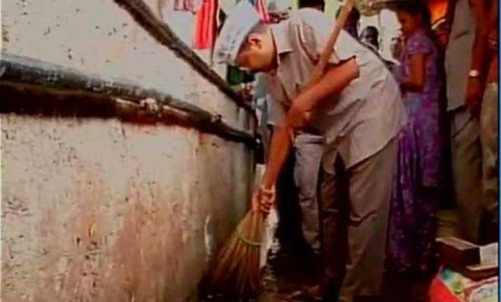 for oct 2 kejriwal to wield broom in pm s backyard