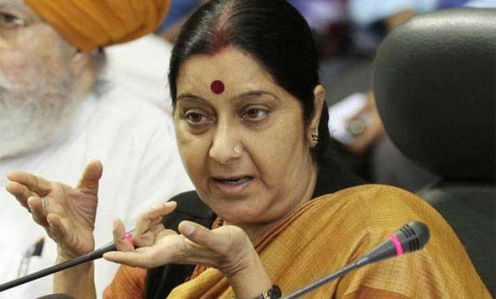 mahila congress activists protest against sushma swaraj