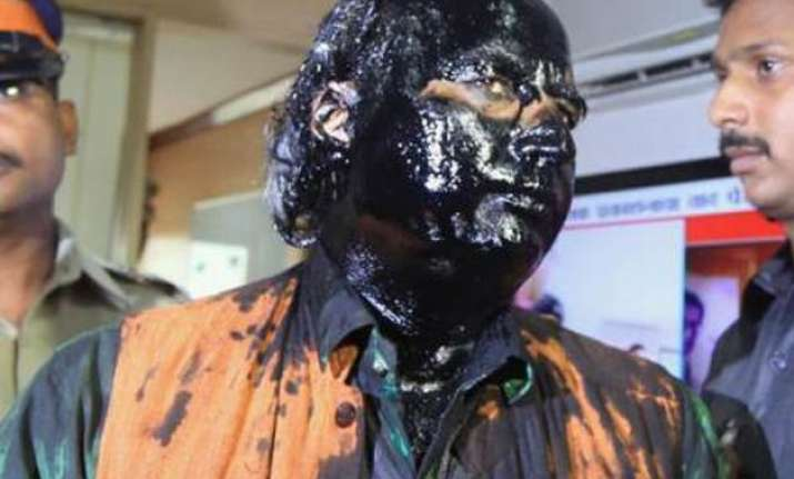6 shiv sena workers held for ink attack on sudheendra