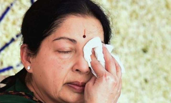 aiadmk mps observe fast demanding justice for jayalalithaa