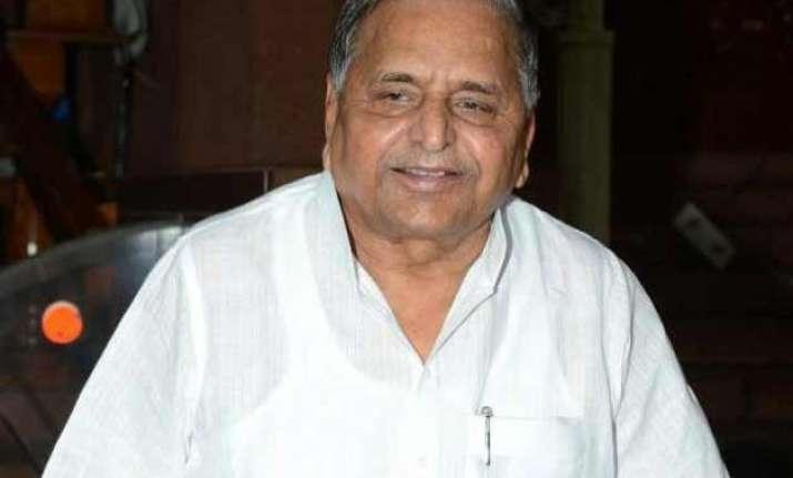 mulayam singh yadav cleared of swine flu