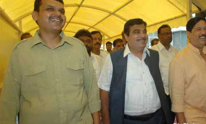 fadnavis meets gadkari on diwali