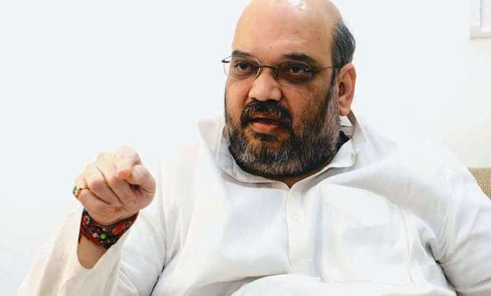 delhi polls amit shah attacks arvind kejriwal over bribery