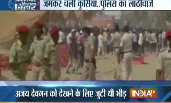 crowd gets violent in ajay devgn s poll meeting police