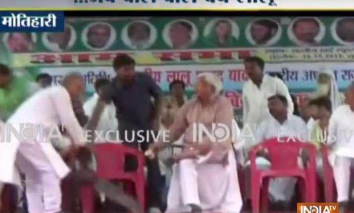 narrow escape for lalu as ceiling fan falls on rjd chief