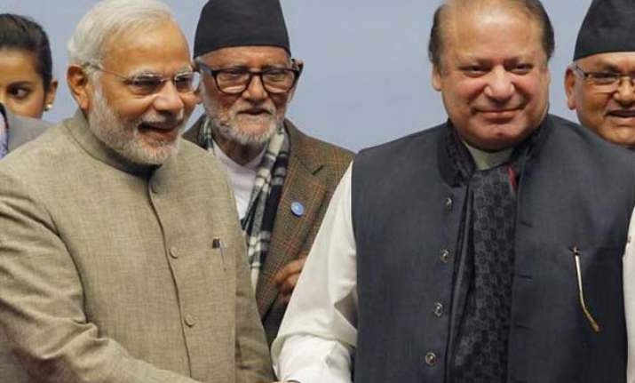 pm modi meets nawaz sharif over dinner hosted by vladimir