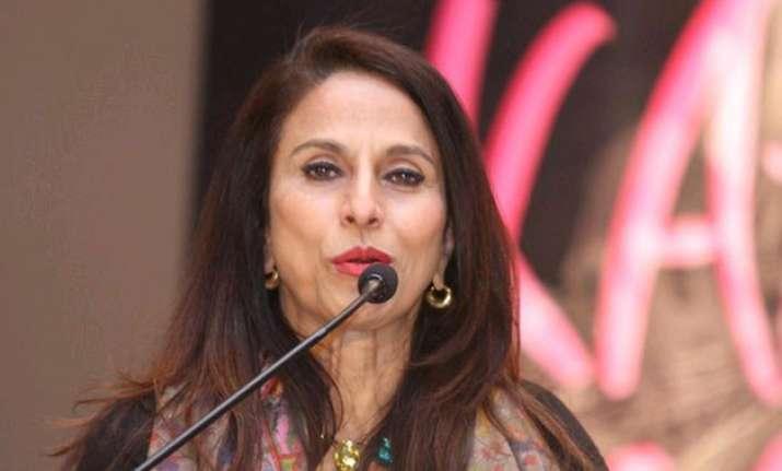 shiv sena steps up attack on author shobha de