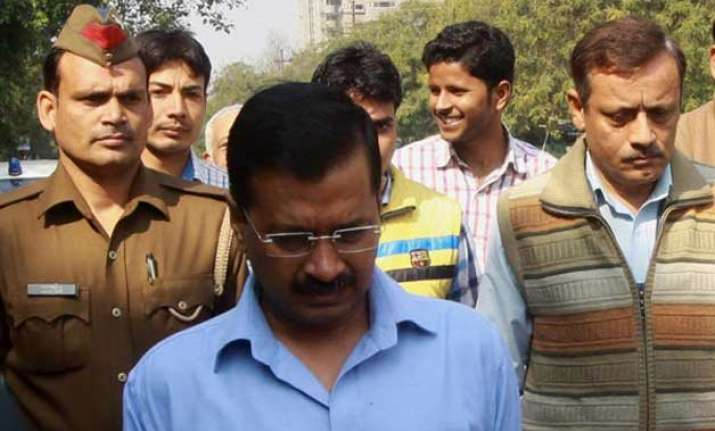 kejriwal threatened to resign asked nc to choose between