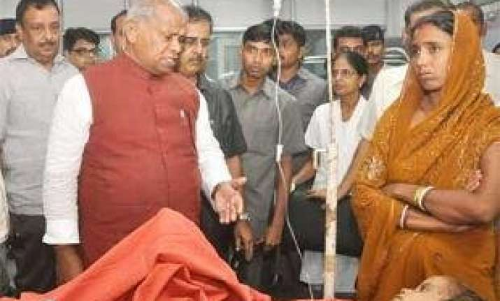 patna stampede manjhi s surprise visit to hospital found