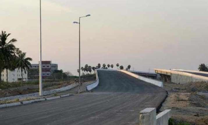 govt plans to build 30 km road per day nitin gadkari
