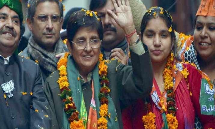 delhi polls kiran bedi sends legal notice to aap chief