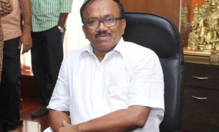 congress slams goa cm for occupying two official bungalows