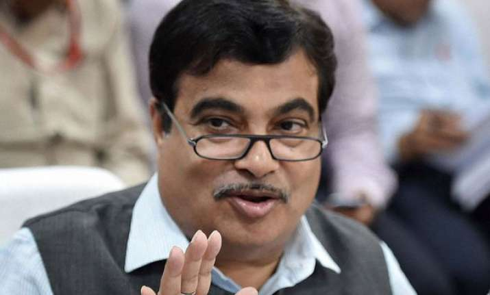 apologise to sushma swaraj or face defamation suit gadkari