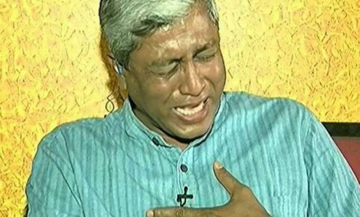 aap leader ashutosh bursts into tears on live tv before