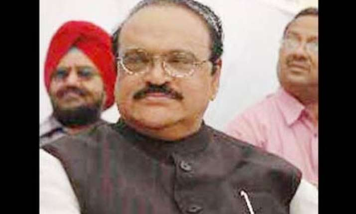 bhujbal downplays big b controversy